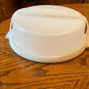 Tupperware Pie Taker